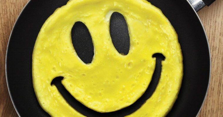 Ein Ei grinst dich an