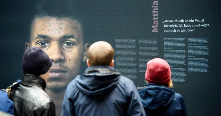 """""""entkoppelt"""" – Foto-Ausstellung über junge Menschen auf der Straße"""